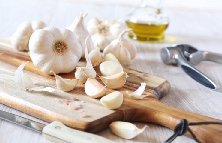 how to cut garlic